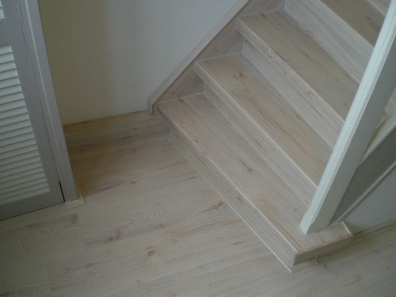 Trap white wash mdf lakken hoogglans for Trap kaal maken