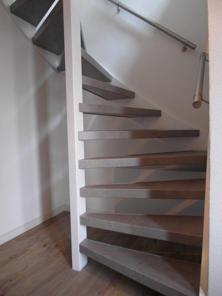 Beton open trap mondea spanplafond en traprenovatie - Eigentijds trap beton ...